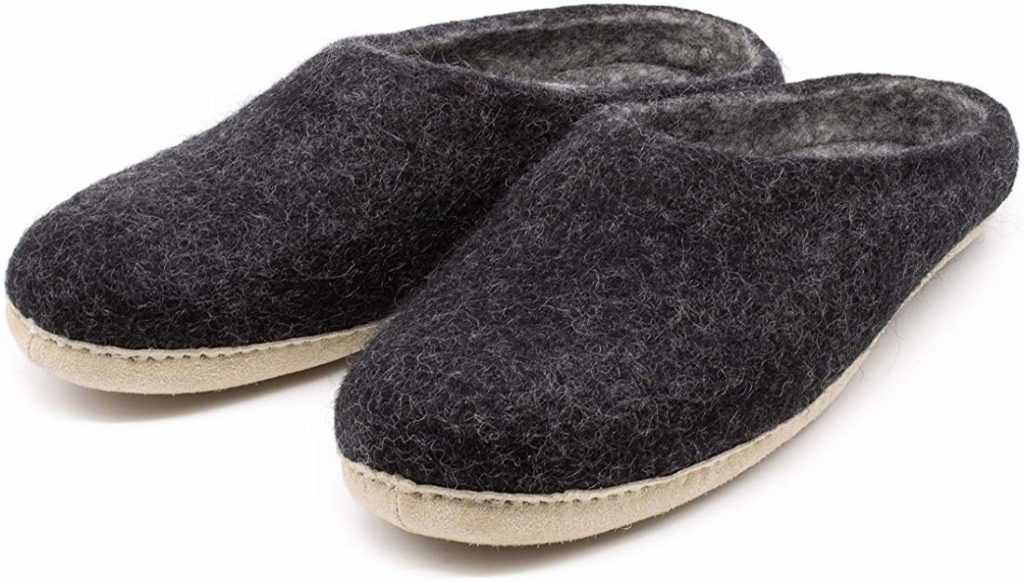 best slippers for sweaty feet by Nootkas